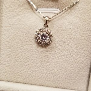 Jewelry - NWOT Circle Halo Pendant Necklace